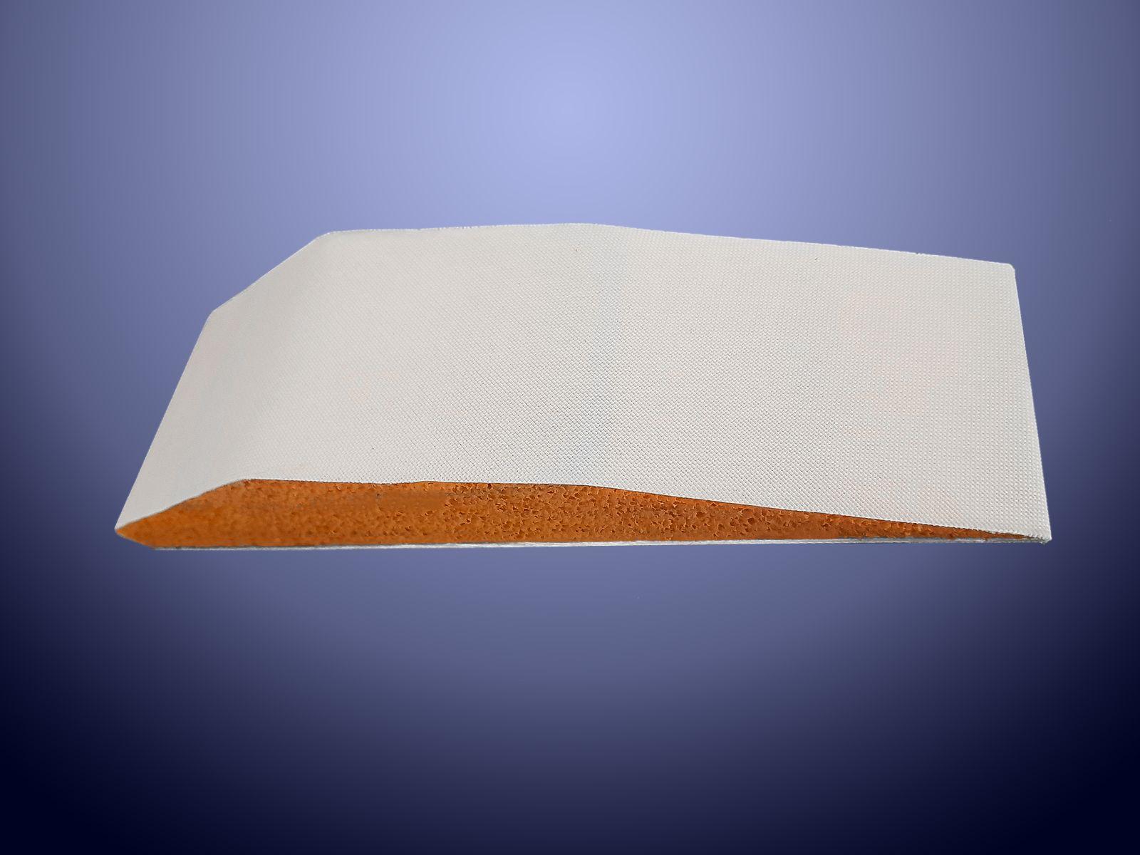 Particolare in gomma geranio sagomato a disegno e rivestito con tessuto in nylon antiusura