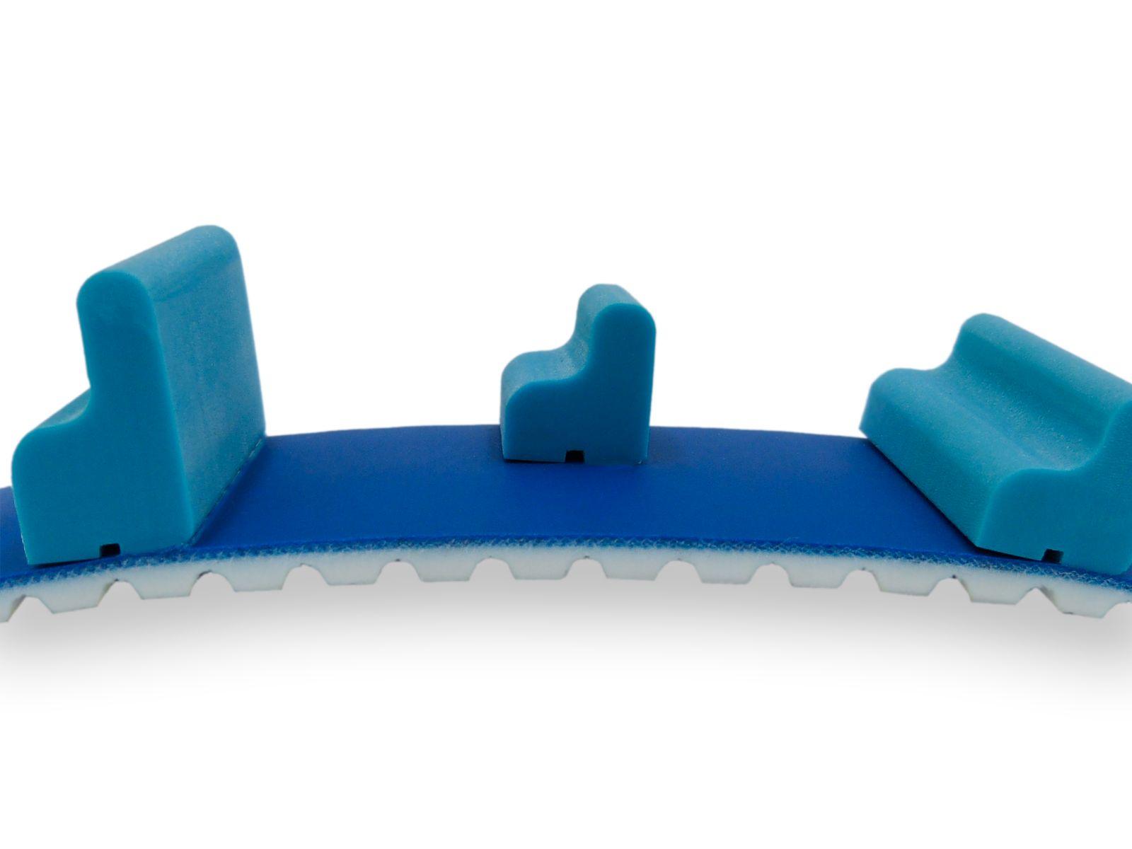 Cinghia dentata AT10 con rivestimento blu e tasselli sagomati in PU a norme FDA