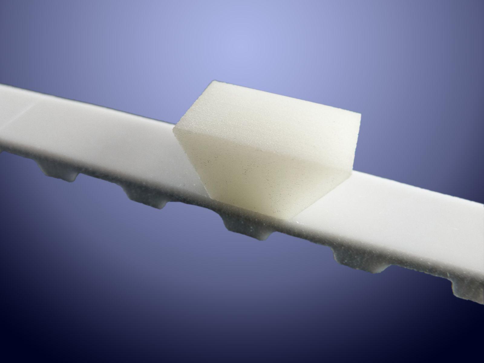 La geometria a coda di rondine permette di inserire per interferenza tasselli più leggeri