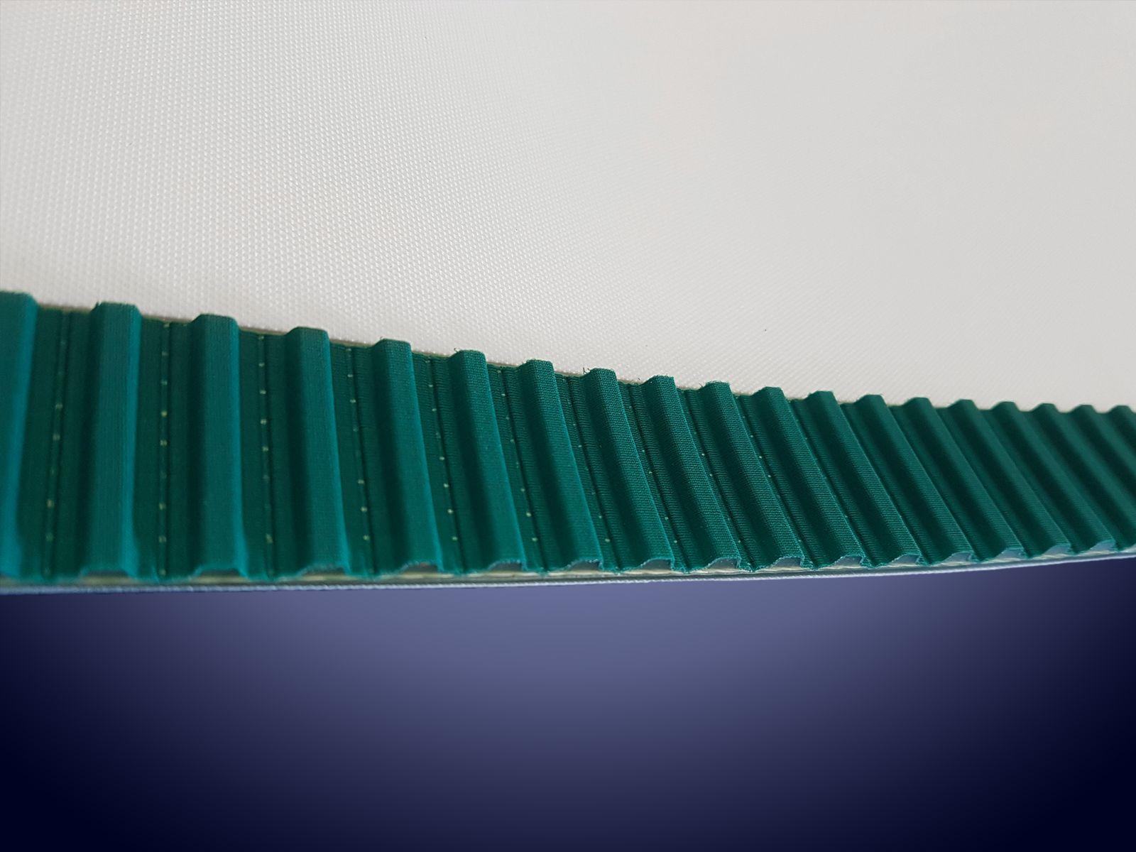 La cinghia dentata applicata al nastro permette di non avere allungamenti nel tempo