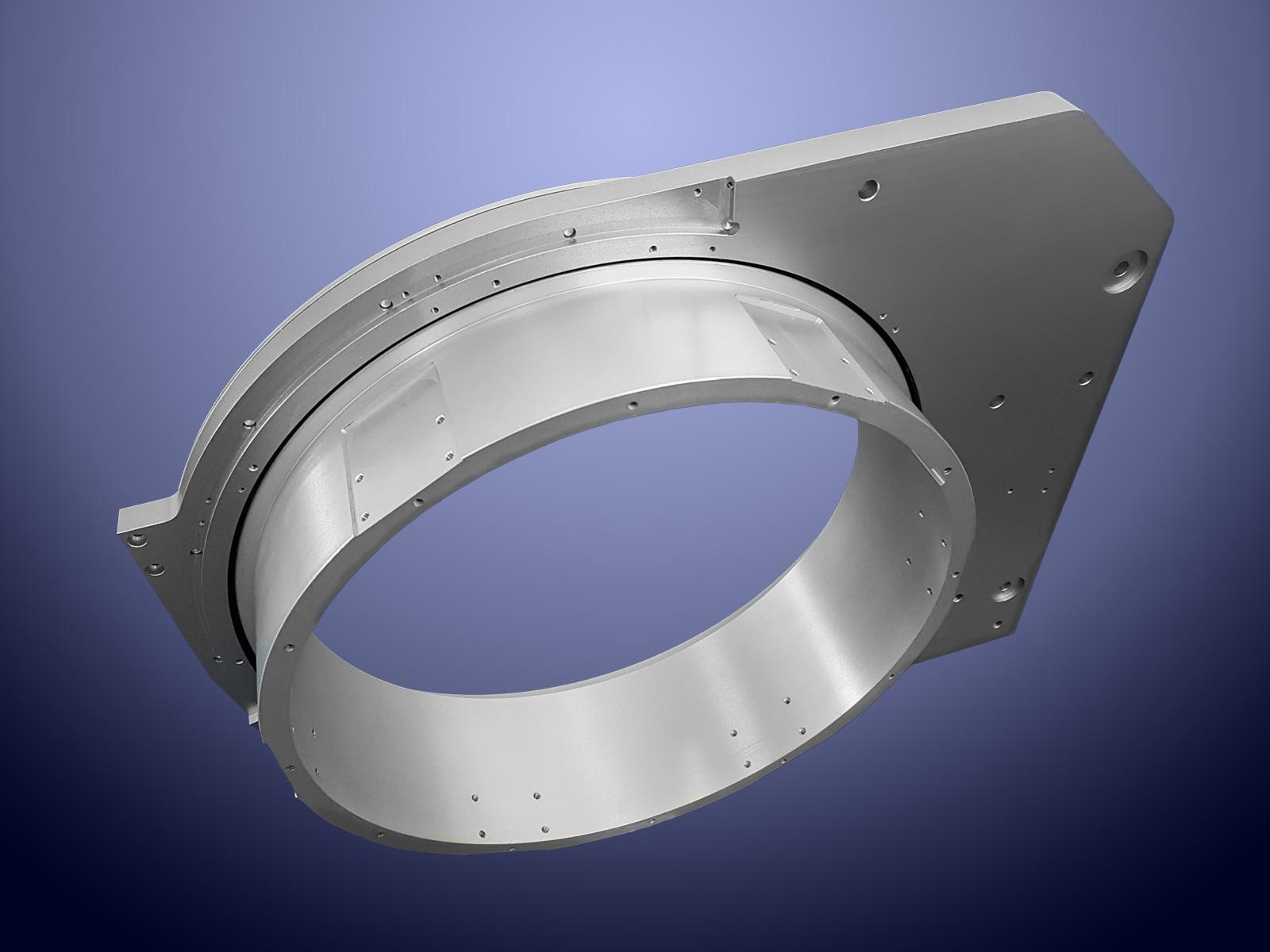 Sistema di rotazione realizzato in alluminio con passaggio interno da 325 mm utilizzato per il ribaltamento di un nastro trasportatore