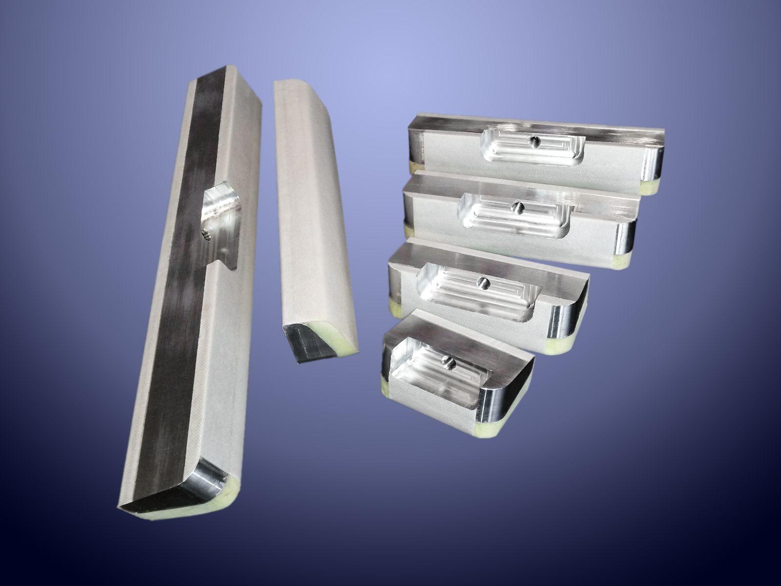 Particolari in alluminio con rivestimento in PU espanso utilizzati nel settore della carta
