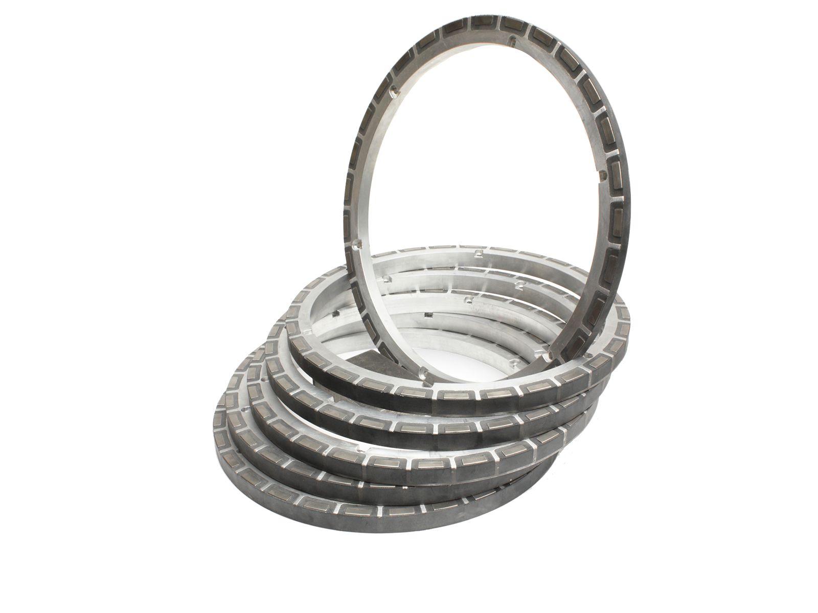 Utilizzando primer specifici è possibile costampare su metallo o carbonio diverse tipologie di gomme e siliconi